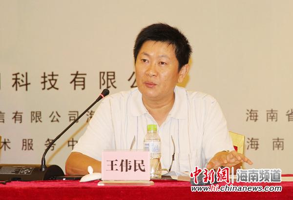 海南农博网科技有限公司总经理王伟民推介农博商城农产品交易平台。吴天军摄