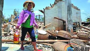 文昌冯坡镇文堆村,全家共有22口人的张业波家领到救灾物资