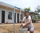 三江镇上云村委会厚大村村民正在洗衣服