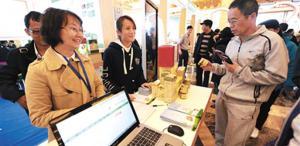 海南农博网工作人员热情招待客人